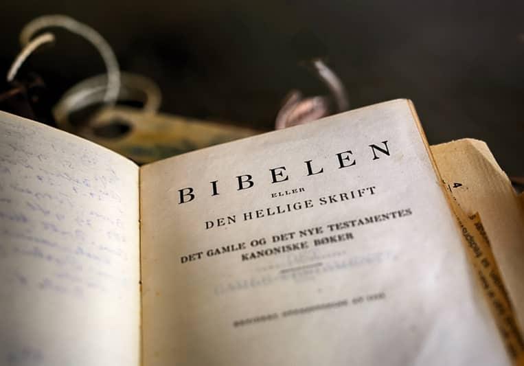 Christian bible in Norwegian