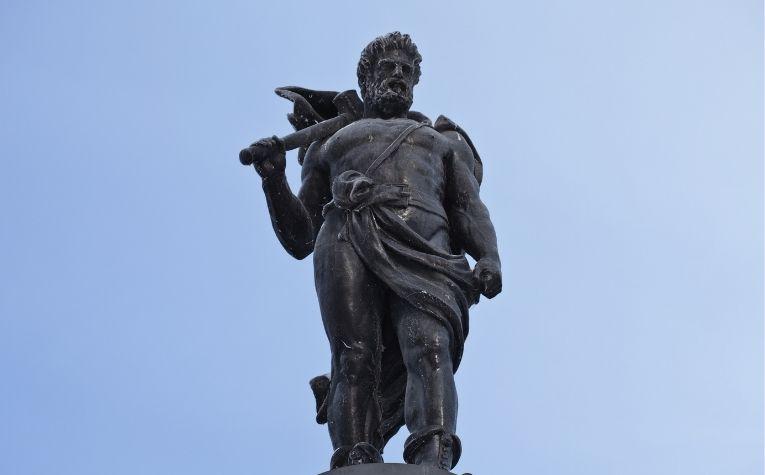 statue of thor