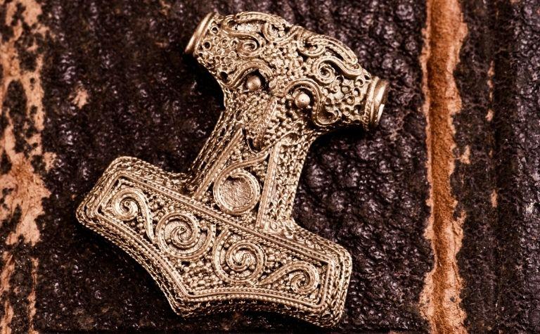 Mjolnir amulet