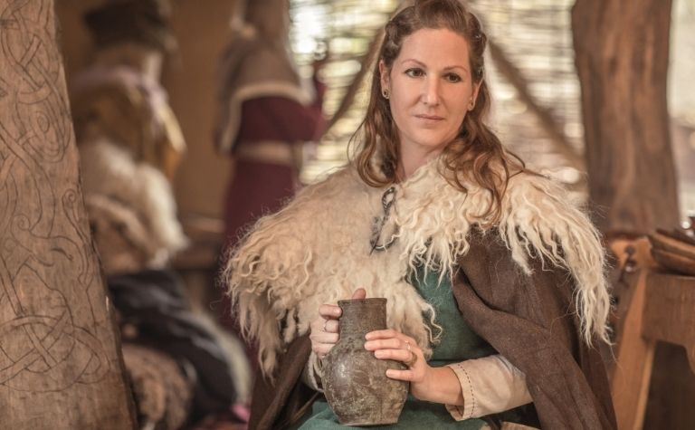 Viking woman clothing